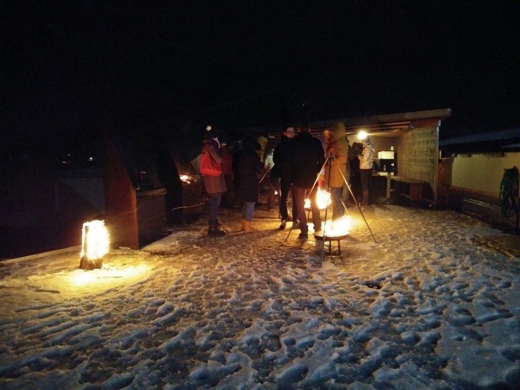Outdoor-Fondue Krav Maga Linth 2017 Niederurnen, Glarus: brennende Schwedenkerzen und Fondue-Topf