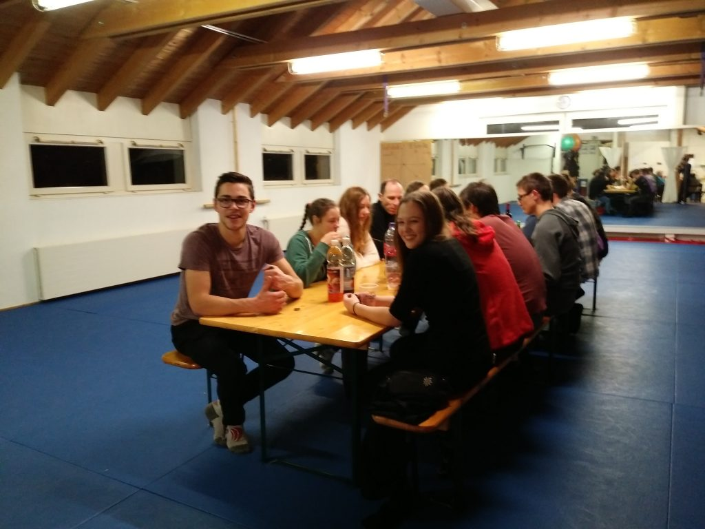 Outdoor-Fondue Krav Maga Linth 2017 Niederurnen, Glarus: Dessert und Kaffee im Dojo